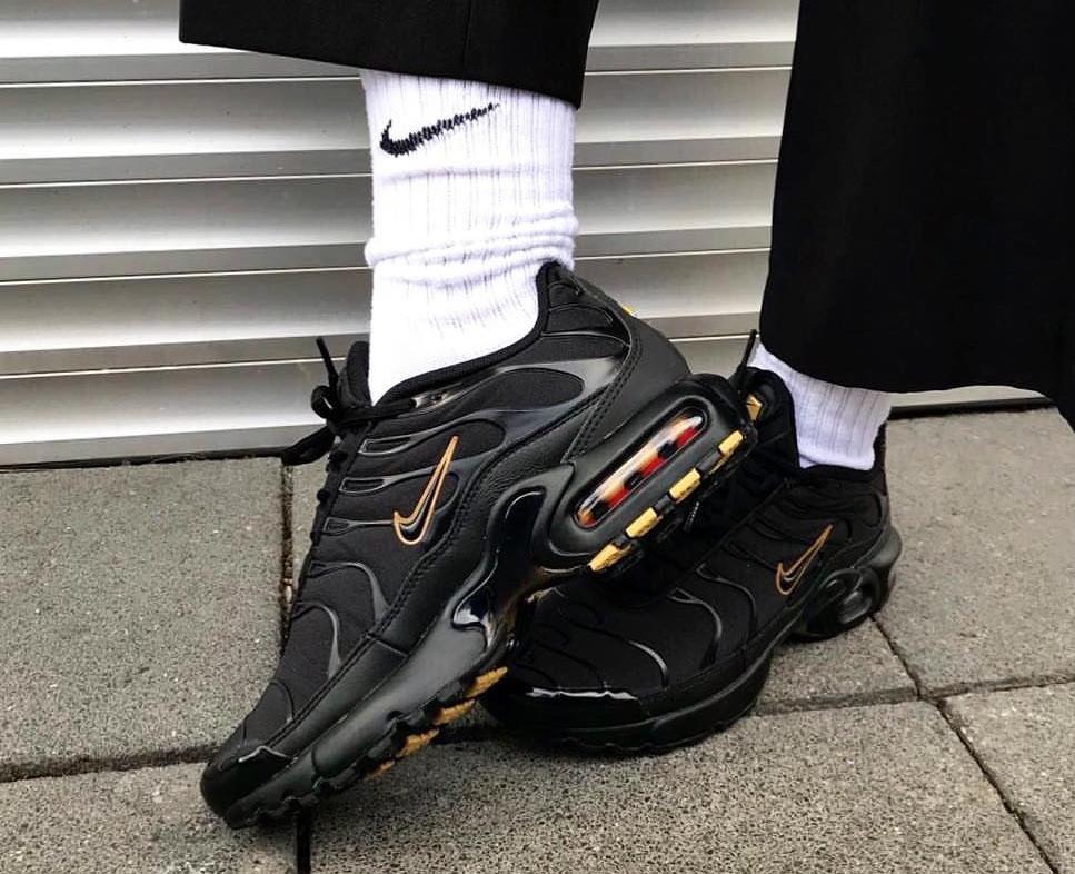 Nike Air Max Plus Black & Gold