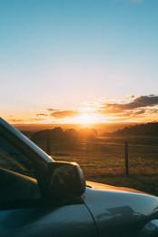 golden-hour-voiture-direction-label-guin