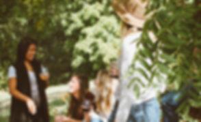 groupe-personnes-jardin-label-guinguette