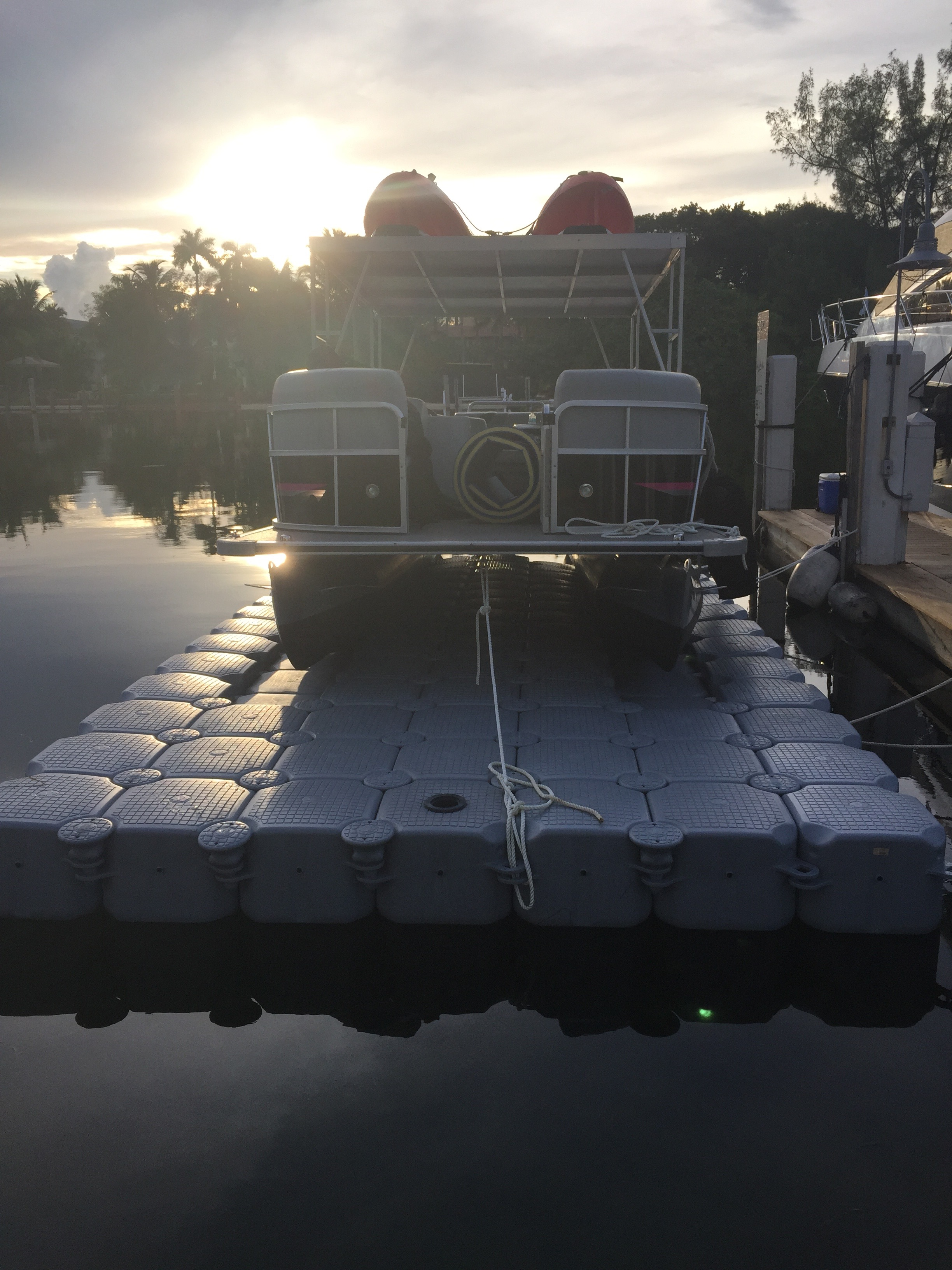 Drive-on system for pontoon