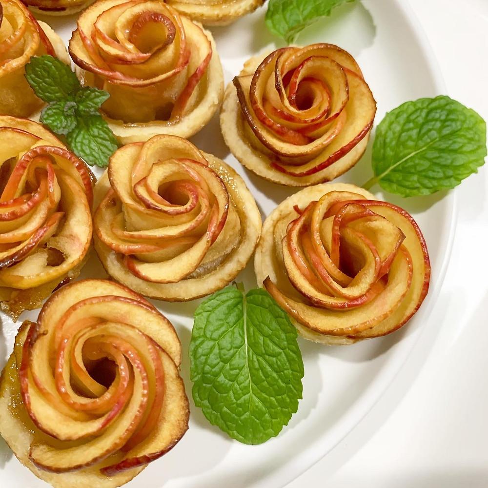 Mini Apple Pie Roses with Fresh Mint