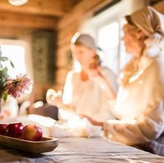 oppholdsrommet og kjøkkenbord  ---  common room and kitchentable
