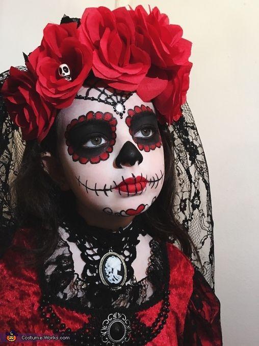 maquillaje calavera mexicana facil, maquillaje catrina facil, maquillaje de catrina para niña paso a paso, maquillaje de catrina mexicana original, disfraz catrina casero, maquillaje de halloween,