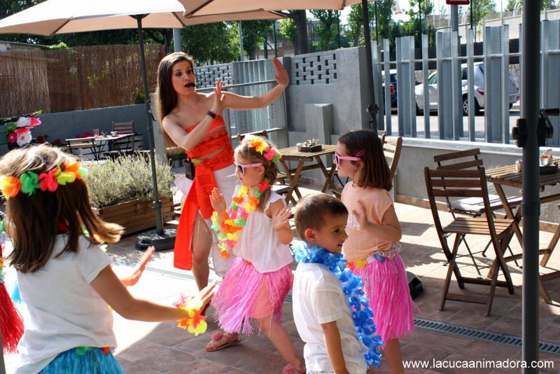 animadora infantil, fiesta de princesas, fiesta hawaiana, animadores de fiestas infantiles, fiestas tematicas, fiestas infantiles a domicilio, animaciones infantiles barcelona, festes infantils a domicili, animadores de eventos, cumpleaños infantiles, ideas para fiestas, show infantil, bailes para niños, bailes para fiestas infantiles, fiesta tematica vaiana, decorar fiesta infantil, disfraz moana, disfraz vaiana