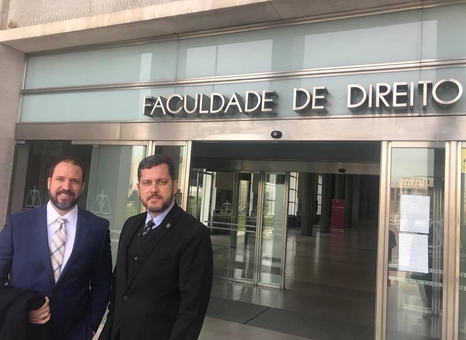 Em Portugal para cumprir cronograma da especialização em Direito da Saúde, o advogado Juliano Pessoa esteve presente também em evento na cidade de Lisboa. Na oportunidade, participou de uma conferência onde se discutiu o desenvolvimento econômico dos países como mais um desafio para o Direito.