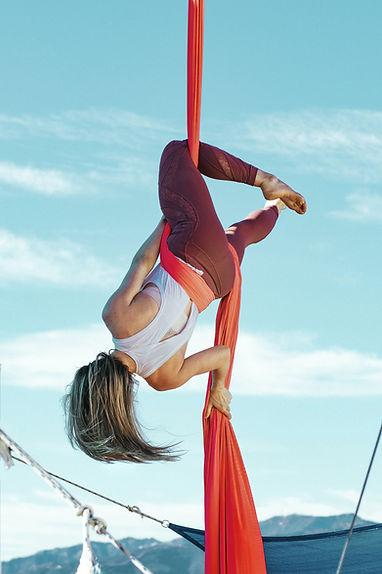 woman-on-rope-3578589.jpg