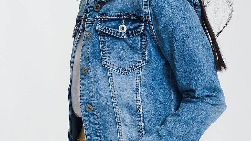 Q2 Women's Cropped Jean Jacket in Light Blue Wash