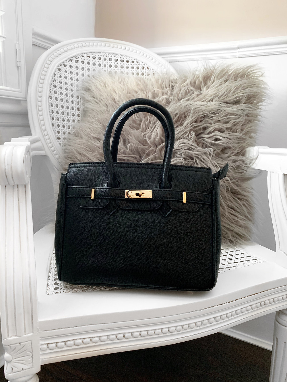 """<img src=""""black bag.png"""" alt=""""black designer inspired bag"""">"""