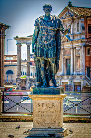 Satues in Rome, Italy_Julian Starks Phot