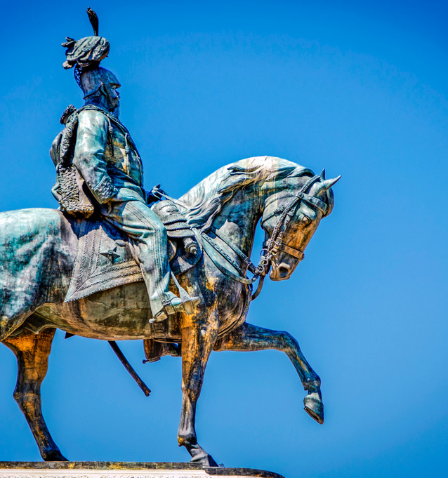 Discover Campaigns_ Statues_Julian Stark