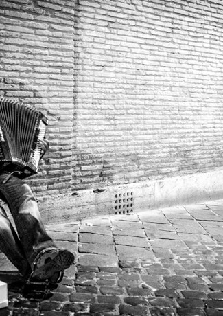 Street Performer in Rome, Italy_Julian S