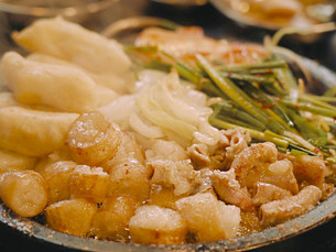 [Улицы еды в Сеуле] Улица «Вангсимни Гопчан» заманивает любителей потрохов