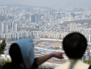 Стареющее общество Южной Кореи сталкивается с бременем растущих долгов и высоких налогов
