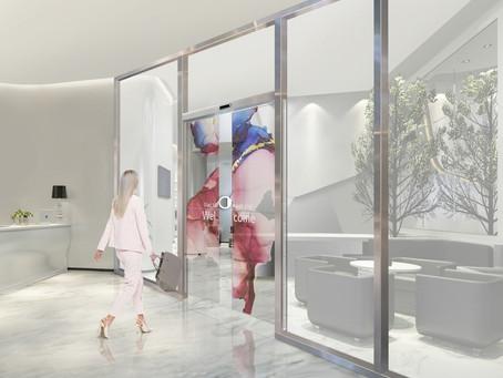 LG заключает партнерство с Assa Abloy на поставку автоматических дверей с прозрачными OLED-дисплеями