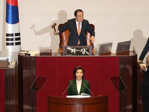 [Newsmaker] Администрация Президента Южной Кореи протестует против насмешки оппозиционной партии над