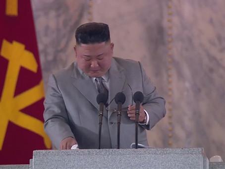 [В фокусе] Ким Чен Ын, лидер Северной Кореи, произносит редкую эмоциональную речь на военном параде