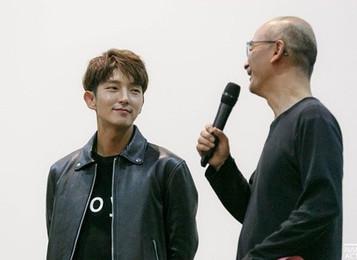 Актер Ли Джунки приехал на кинопоказ «King and the Clown (왕의 남자)» по случаю 12-летия фильма: «растро
