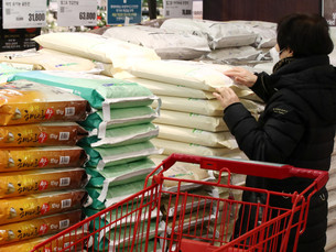 """Южная Корея установила официальный тариф на """"сверквотный"""" рис на уровне 513%"""