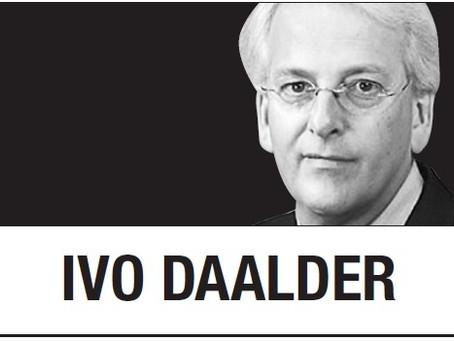 [Иво Даалдер] Байден должен положить конец «прививочному национализму» Трампа