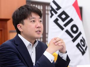 [Интервью] Лидер оппозиционной партии Южной Кореи выступает против открытости для беженцев