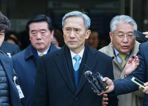 Экс-министр обороны Южной Кореи получил 2,5 года тюрьмы за политическое вмешательство