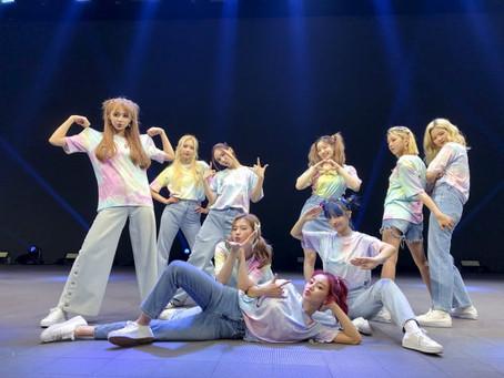 TWICE с успехом завершили онлайн-концерт BEYOND LIVE
