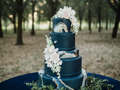 Wedding Cake - Outside Reception surrounded by Thousand Oaks