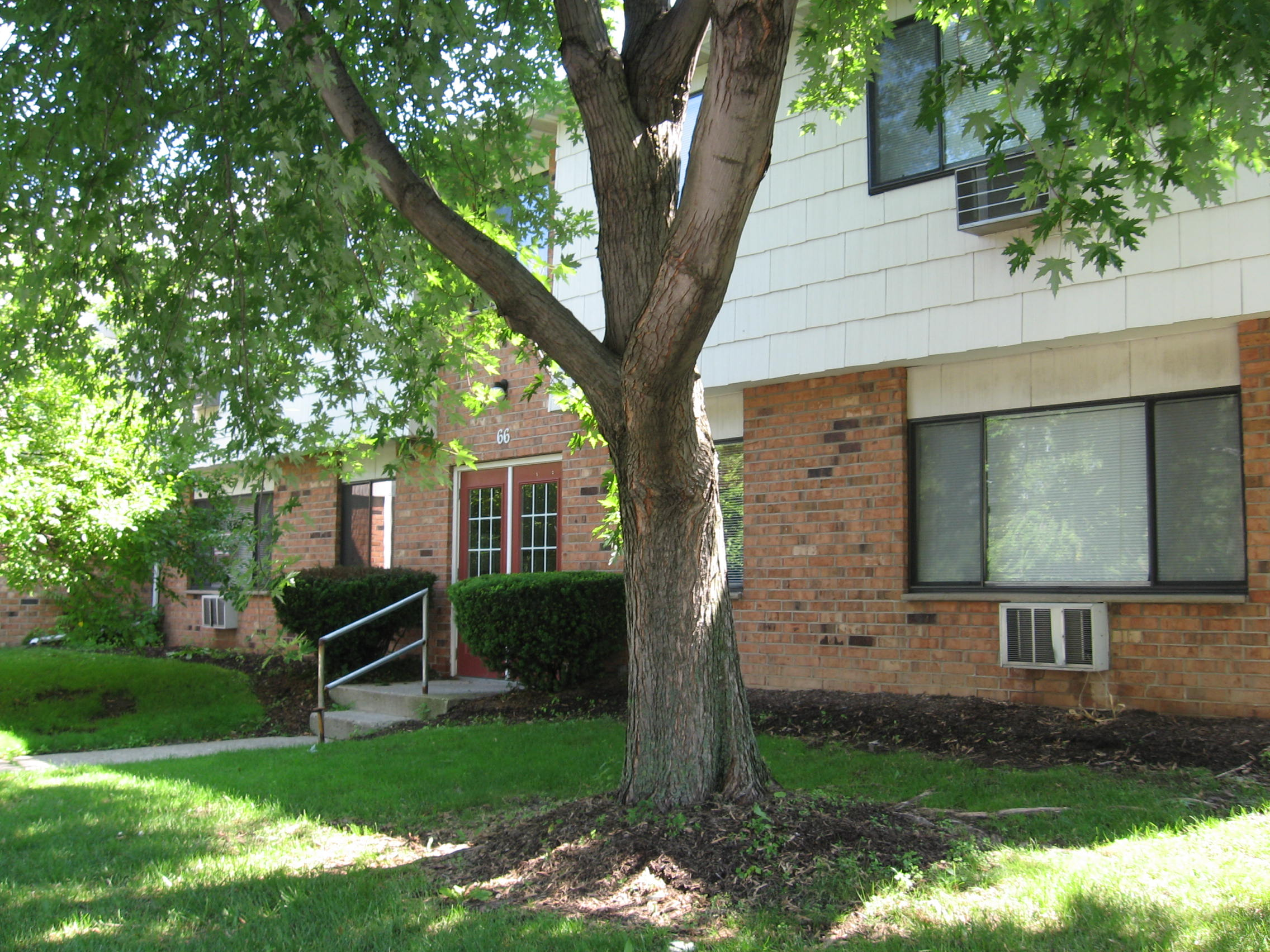 Rent Hamlet Court Apartments Monroe County.JPG