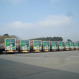Transporteurs d'Image utilise le dos des camions comme support publicitaire.
