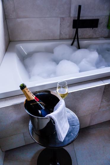 Champagner Badewanne.jpg