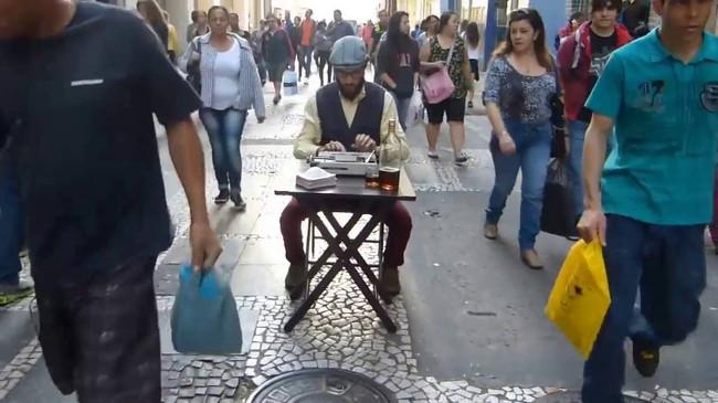 Contém poesia nas ruas