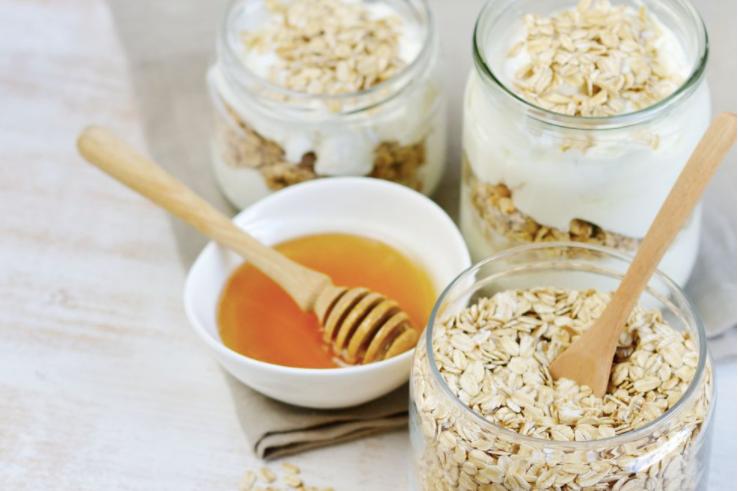 oatmeal, yoghurt and honey mask for sensitive skin