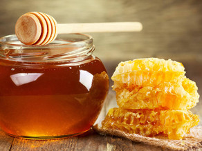 We're Buzzing About These Health Benefits of Raw Honey