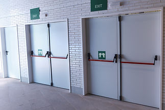 Closed emergency exit doors, for quick e