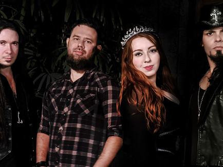 Aline Happ, vocalista da Banda Lyria, concede entrevista para Web Rádio Taverna!