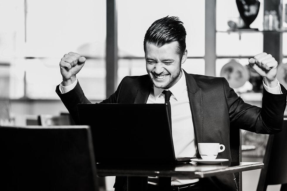Portrait of yang confident businessman i