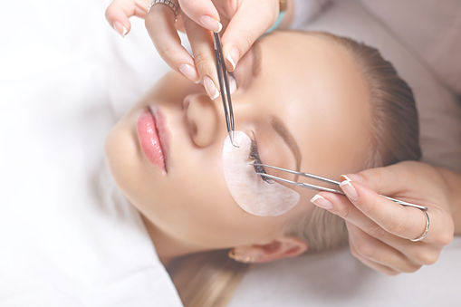 a girl having a lash extenssions