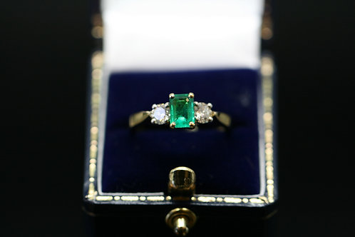 Diamond and Emerald 3 Stone in Yellow Gold