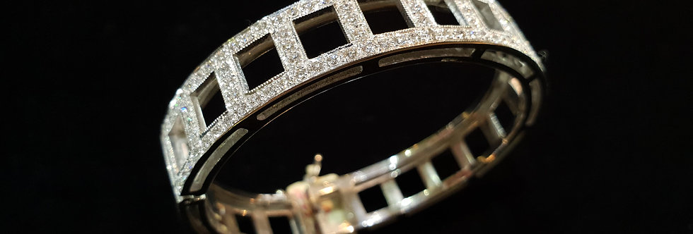 18ct Solid Gold and Diamond Bangle
