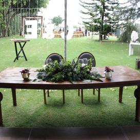 Mesa y silla de novios