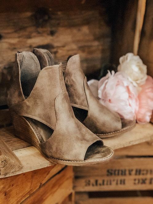 Hollyridge Wedge Sandal
