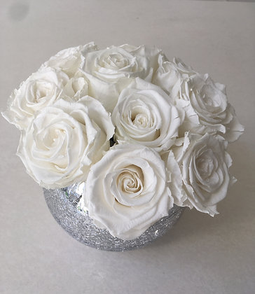 10 white roses in glass bowl