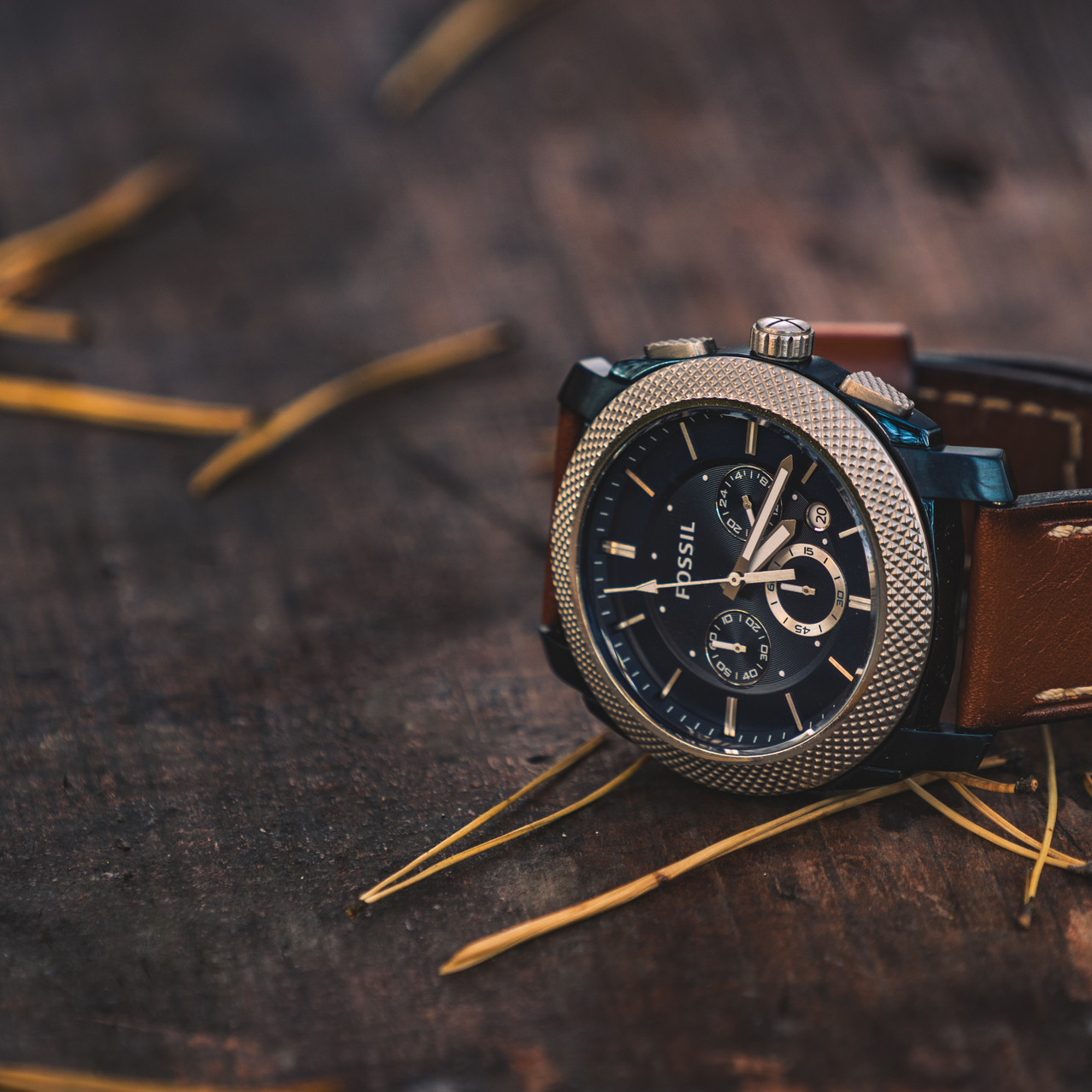 round-silver-colored-fossil-chronograph-