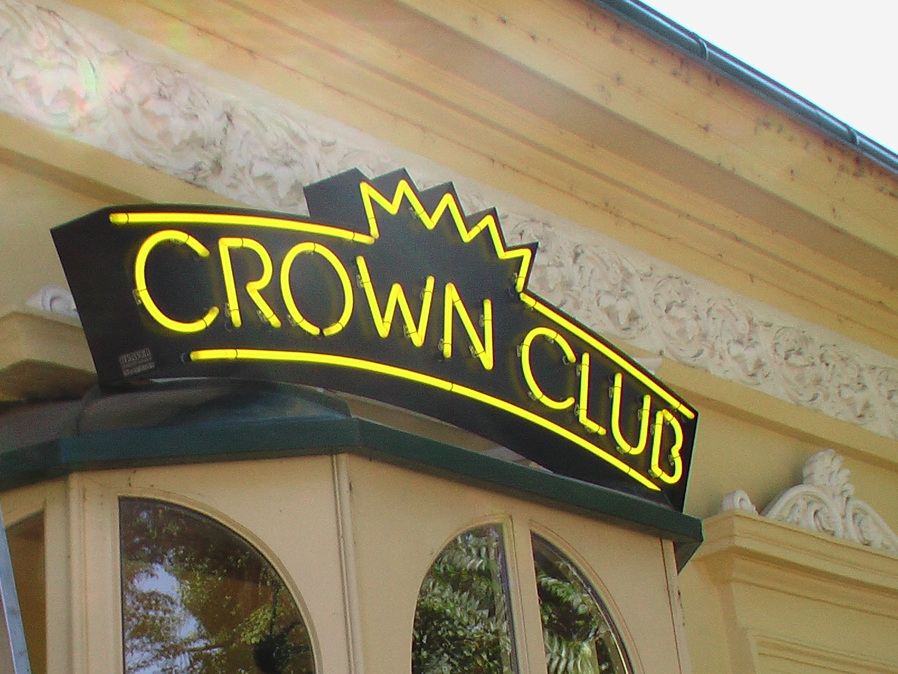 CROWN CLUB