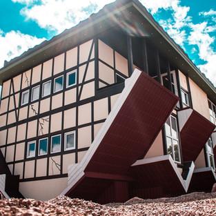 Apverstas namas