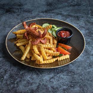 Bulvytės fri su dešrele
