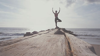 Yoga%20by%20the%20Ocean_edited.jpg