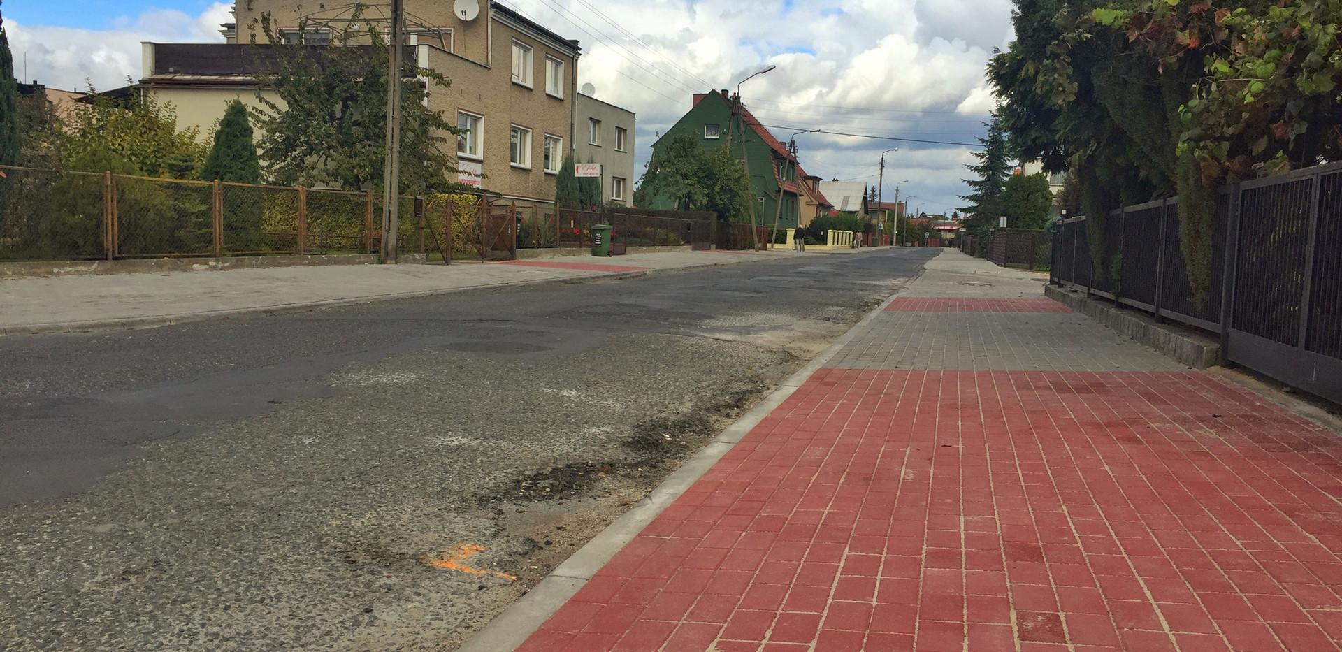 Długo oczekiwaną inwestycją był remont chodników wzdluż ulicy Ogrodowej