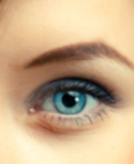 oeil bleu femme