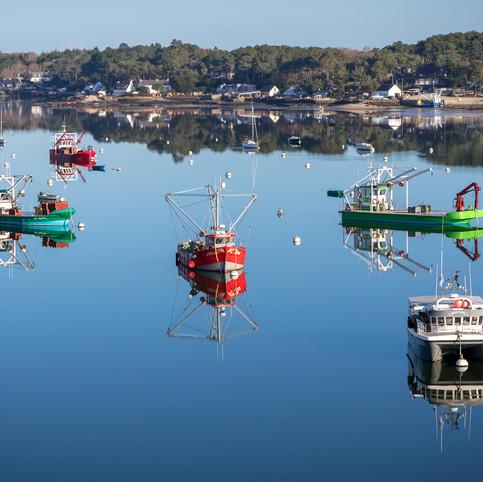 Cinq bateaux ostréicoles